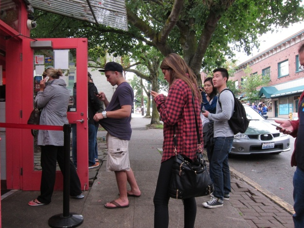 What do Seattle diners do while they're waiting in line? Why of course, talk to each other