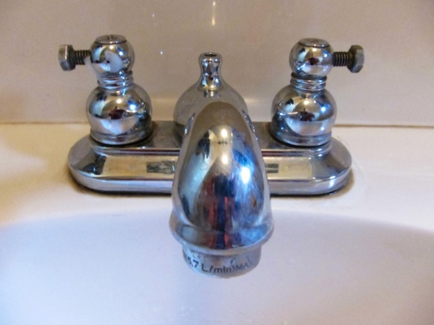 Creative bathroom taps, though a little fiddly with wet fingers