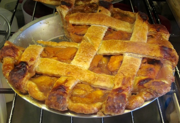 Could you resist this fresh fruit pie at Walla Walla Bread Company?